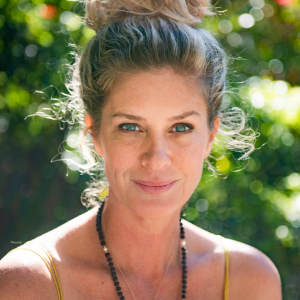 Supermodel Rachel Hunter on Turmeric Facials, Her Two-Hour-a-Day Yoga Habit and Honoring Healthcare Workers featured image